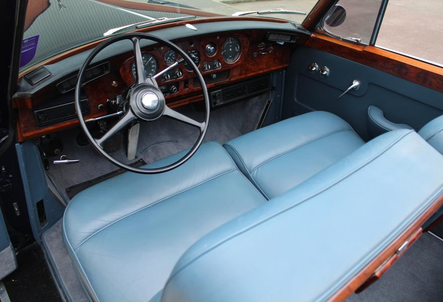 Luxurious Front Seats