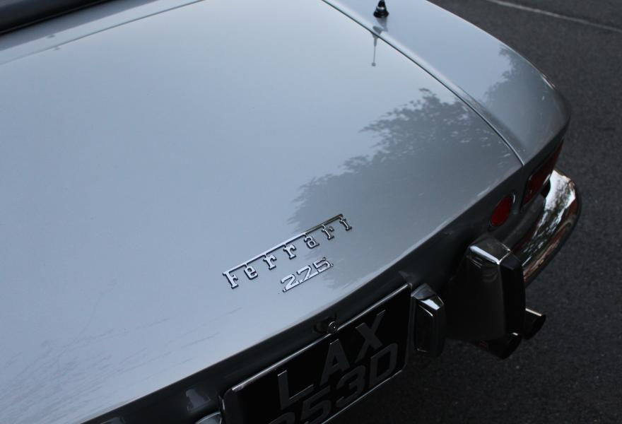 ferrari 275 gts badge