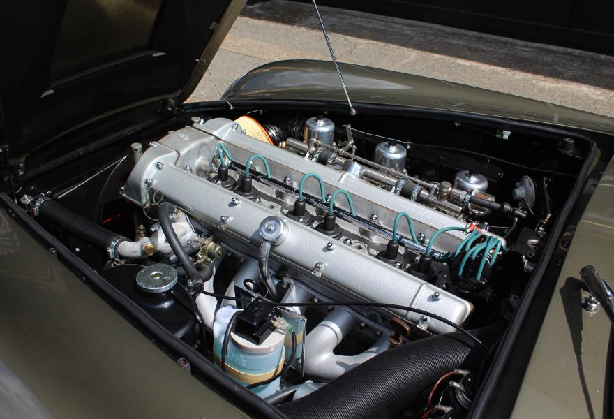 Aston Martin DB6 Volante Engine