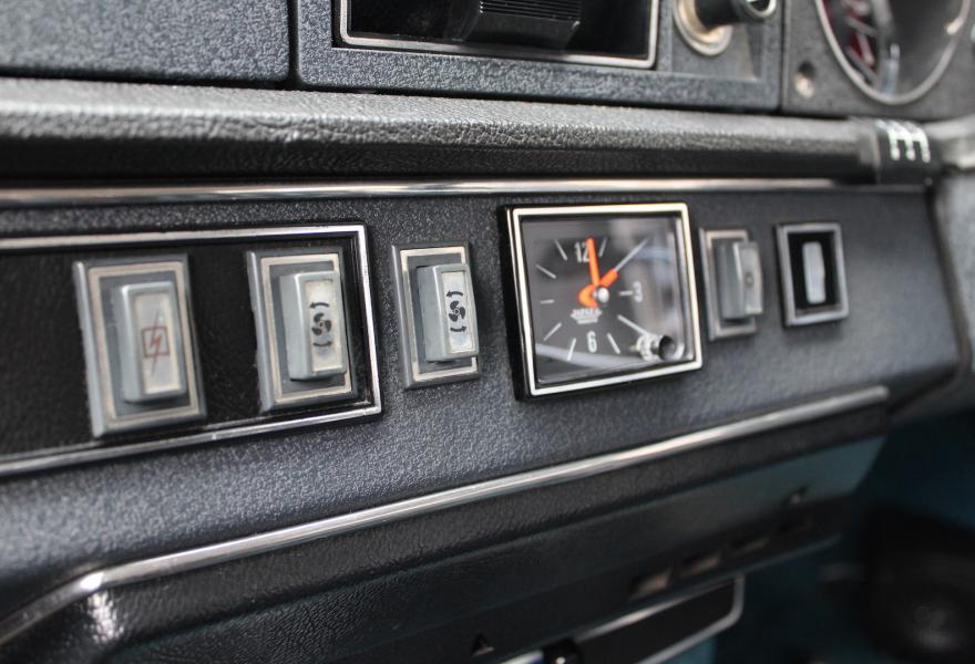 Citroen DS23 Pallas interior clock