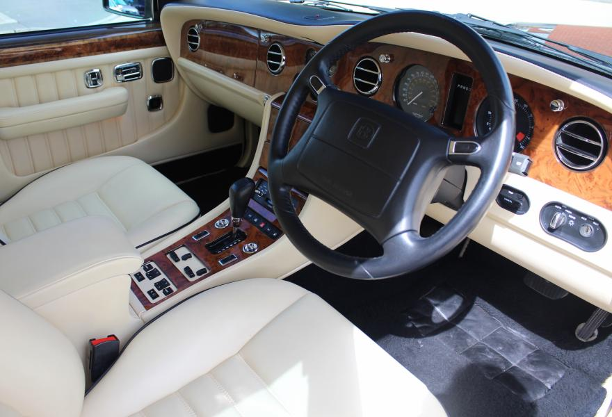 Bentley-Turbo-RT-steering-wheel