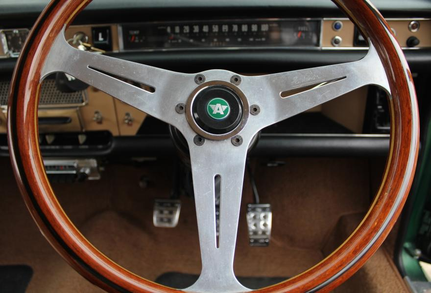 wooden rimmed austin 1800 steering wheel