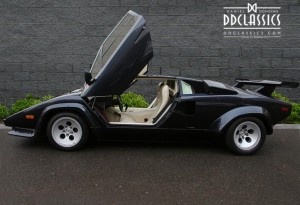 lamborghini countach in blue