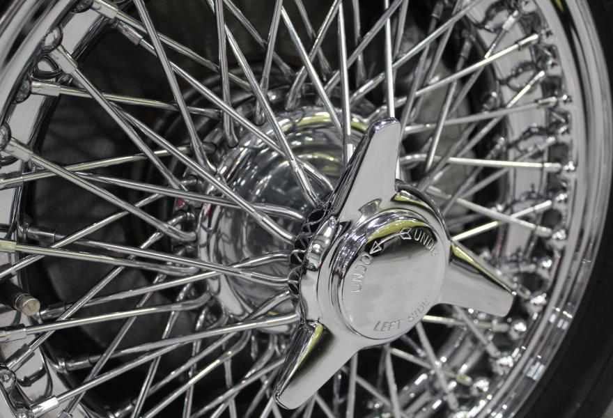 db5 wire wheels and three-eared spinners