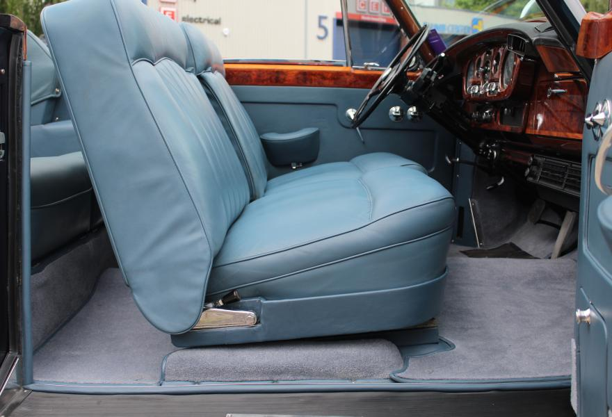 Luxurious Rolls-Royce Silver Cloud II Interior