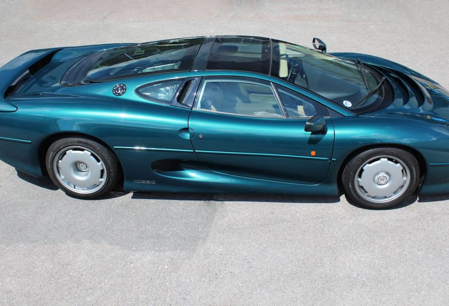 how fast is an xj220