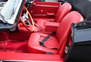 Jaguar E type red hide black