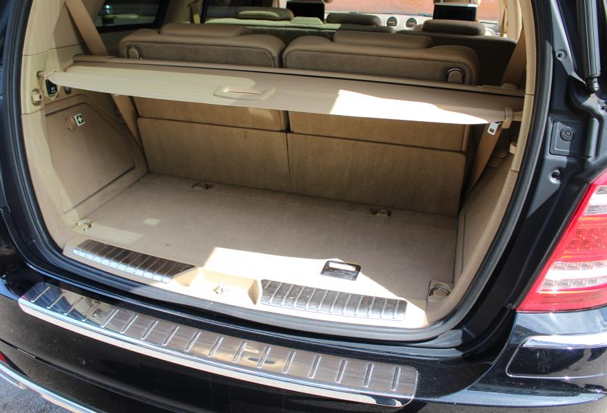 Mercedes Benz GL500 Black tan rear entertainment